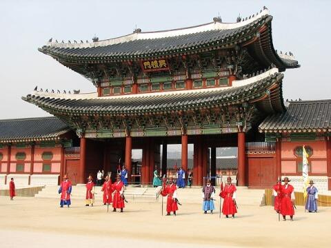 景福宮(キョンボックン:경복궁)前の門