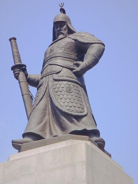 李舜臣(イ・スンシン)将軍銅像