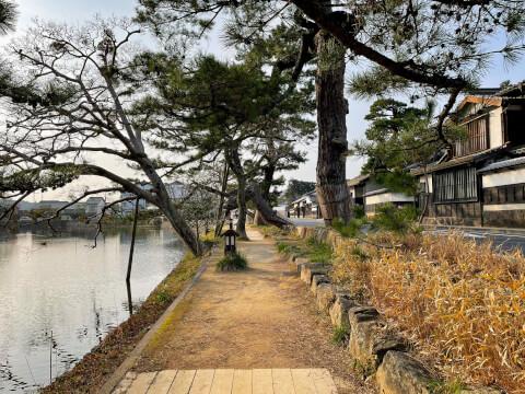 松江城のお堀と塩見縄手