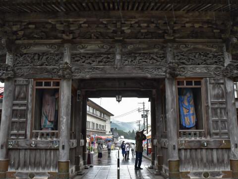 山門の裏側