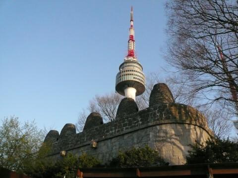 南山烽燧台(ナムサンポンスデ:남산봉수대)とNソウルタワー