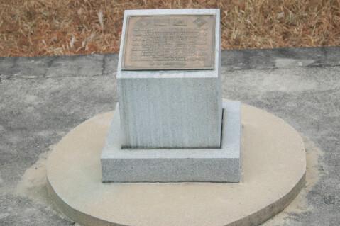 板門店 ポプラの木事件現場にある記念碑