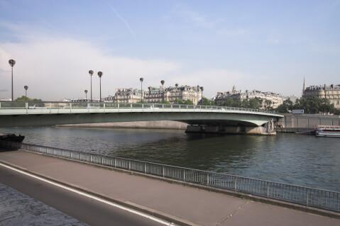 アルマ橋全景