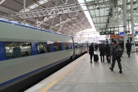 超高速鉄道KTX(ケーティーエックス:케이티엑스)のプラットホーム