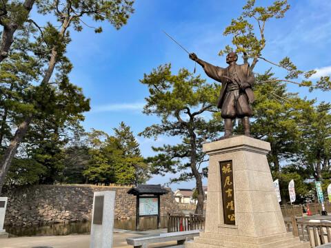 松江城前にある銅像
