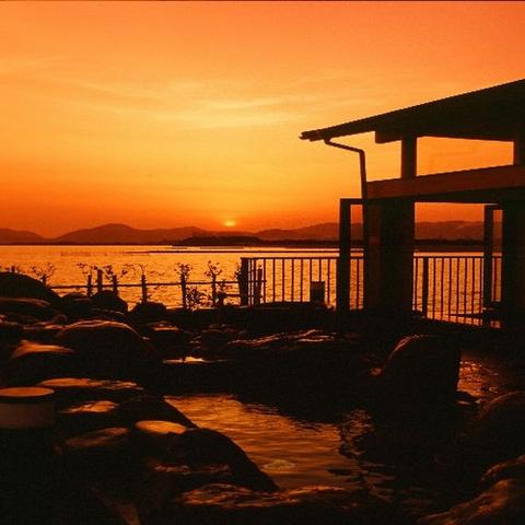 夕陽を見る露天風呂