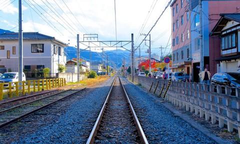 あの花:秩父鉄道の線路(実写)