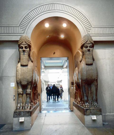 アッシリア守護獣神像