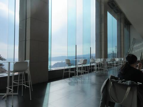 MOA美術館内のカフェ「the café」の内観