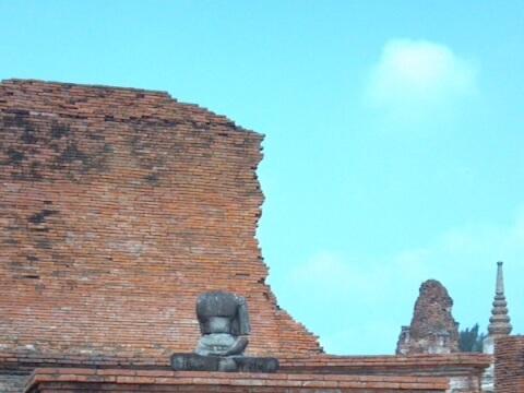 仏像の廃墟