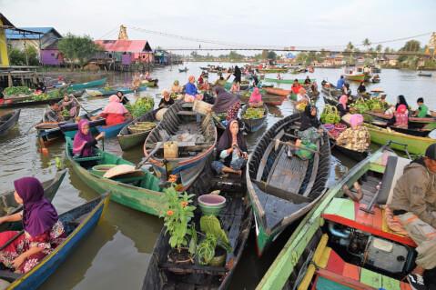 水上マーケット バンジャルマシン インドネシア