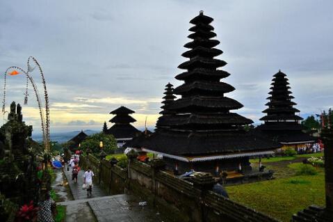 ブサキ寺院 Pura Besakih