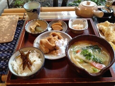 甘味茶屋のだんご汁とやせうまの食べられる定食