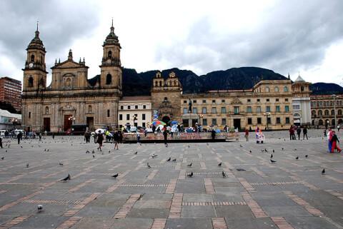 ボリバル広場 カテドラル ボゴタ コロンビア 観光