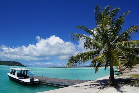 ボラボラ島 ボート 海 タヒチ