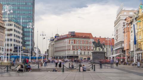 ierachichi クロアチア ザグレブ イェラチッチ広場