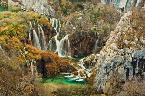 plitvice クロアチア プリトヴィッツェ 観光 プリトヴィッツェ湖群国立公園 秋 紅葉