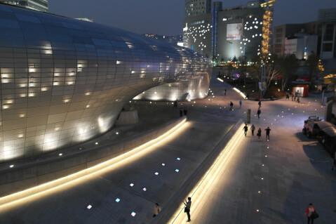 東大門デザインプラザ(DDP)