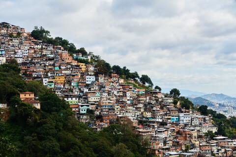favela リオデジャネイロ 街並み 治安