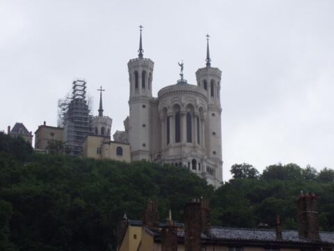 麓からのノートルダム大聖堂