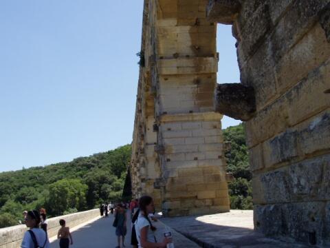 ポン・デュ・ガール橋の上
