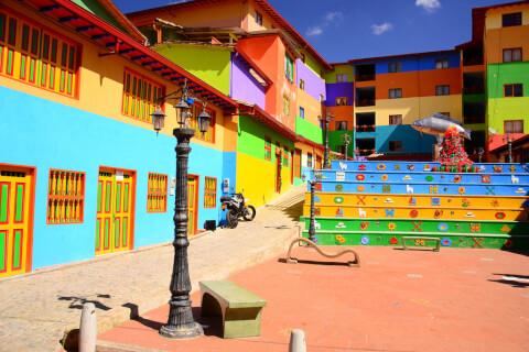 グアタペ コロンビア カラフル 街並み