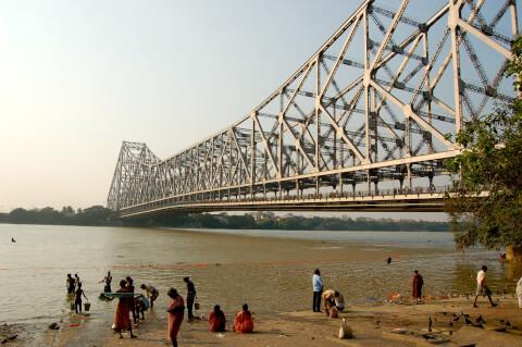ハウラー橋 コルカタ インド 沐浴