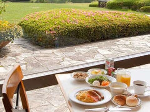 hills_garden_breakfast
