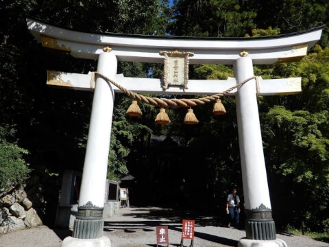 宝登山神社入り口