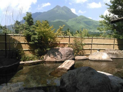 温泉由布院