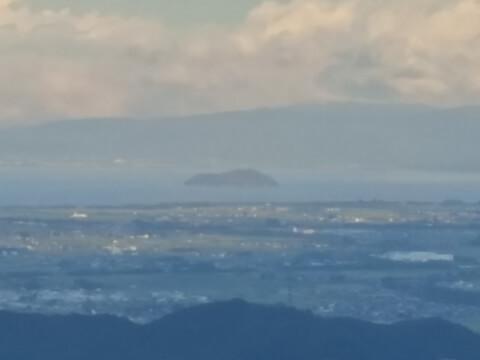 伊吹山から竹生島を観る