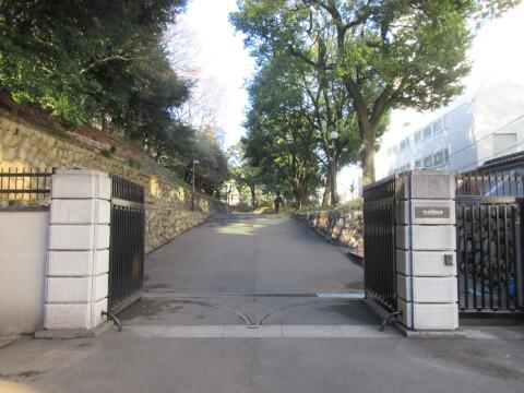 岩崎邸の入り口付近