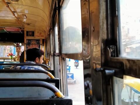 インド ジャイプール 移動 バス