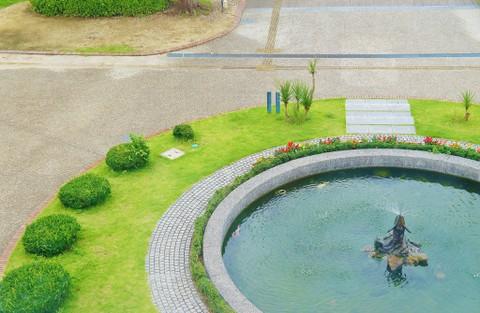 旧豊郷小学校:私立桜が丘女子高等学校の噴水(実写)