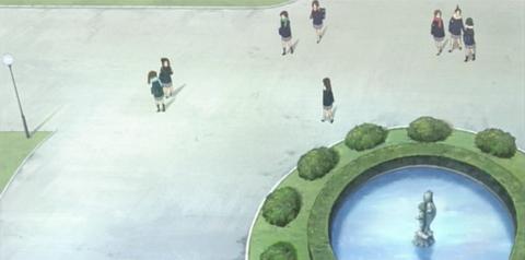 旧豊郷小学校:私立桜が丘女子高等学校の噴水(アニメ)