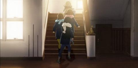 旧豊郷小学校:私立桜が丘女子高等学校の階段1(アニメ)