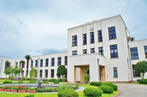 旧豊郷小学校:私立桜が丘女子高等学校の入口(実写)