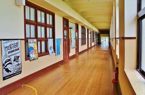 旧豊郷小学校:私立桜が丘女子高等学校の廊下2(実写)
