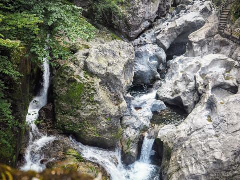 八釜の甌穴群 四国カルスト 久方高原