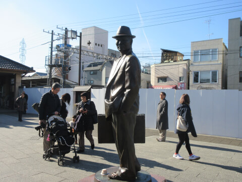柴又駅目のフーテンの寅さん像