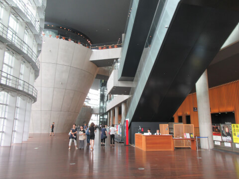 館内 国立新美術館