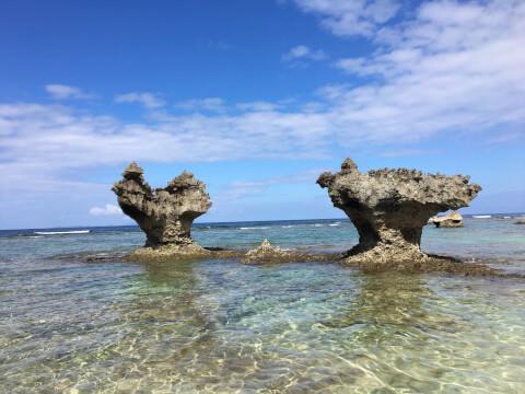 日本 絶景 沖縄 ティーヌ浜 ハート岩