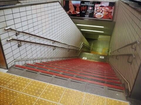 耳をすませば 聖蹟桜ヶ丘駅 ジブリ