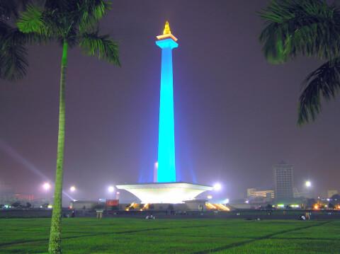 モナス インドネシア 国家独立記念塔  ライトアップ