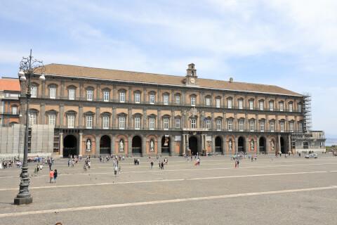 ナポリのおすすめ観光スポット、ナポリ王宮
