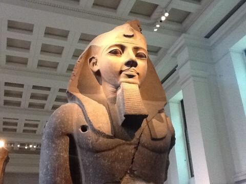 ラムセス二世の巨像