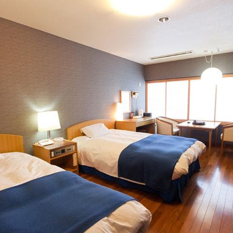 三翠園客室