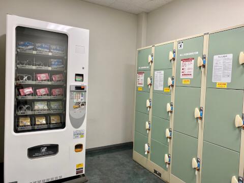 佐野プレミアムアウトレットのロッカーと自販機