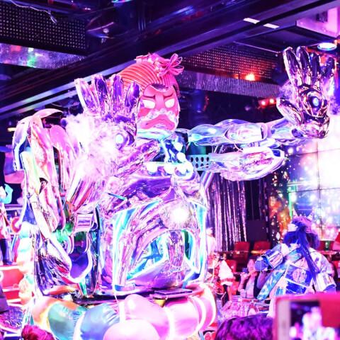 新宿 観光 デート グルメ ロボットレストラン