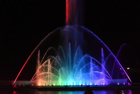 噴水ショー七色の光
